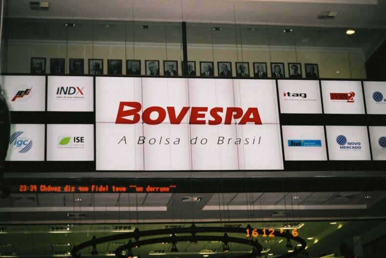 Ibovespa cai 2%, após Lula deixar a prisão