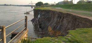 desmoronamento de parte do dique colocou a segurança da barragem em perigo. (Foto: Edcarlos)