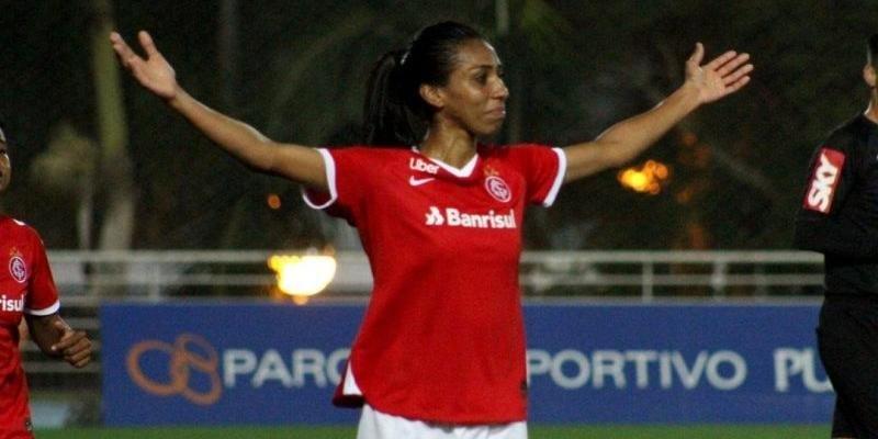 Zagueira Bruna Benites (Foto: Divulgação)