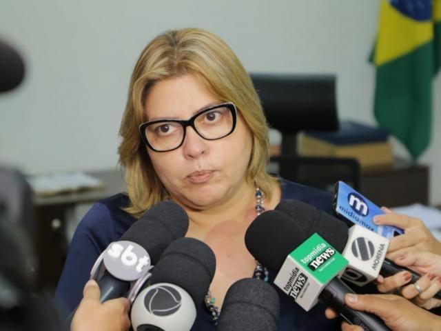 A secretária-adjunta de Saúde, Christine Fernandes, após reunião de comitê criado para monitorar casos de novo coronavírus em MS. (Foto: Kísie Ainoã)