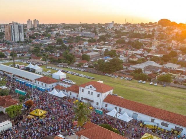 Um dos locais de concentração de público do Carnaval foi a Esplanda Rodoviária e a maioria da população aprovou, segundo prefeito. (Foto: Gabriel Marchese)