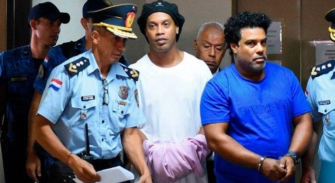 Ronaldinho Gaúcho foi preso no Paraguai com passaporte falso