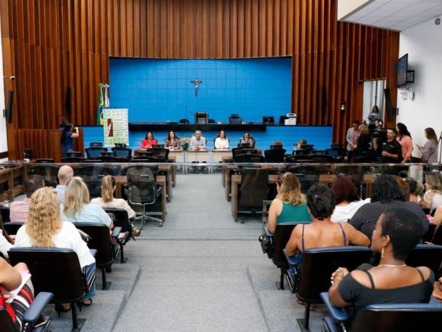 Debate ocorreu no plenário da Assembleia (Foto: Henrique Kawaminami)