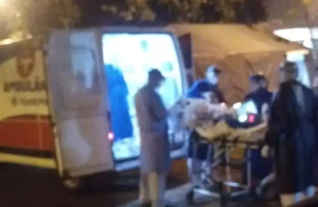 Médico foi transferido ontem à noite do hospital de Ponta Porã para Dourados (Foto: Direto das Ruas)