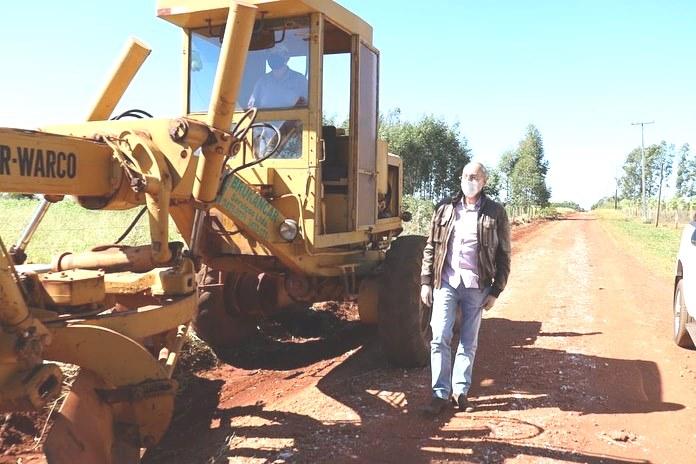 Prefeito Hélio Peluffo vistoriou os trabalhos na recuperação das estradas vicinais da localidade
