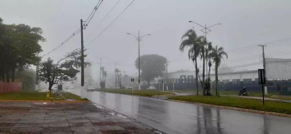 Em Ponta Porã, chuva e neblina, com previsão de queda de temperatura (Foto: Direto das Ruas)