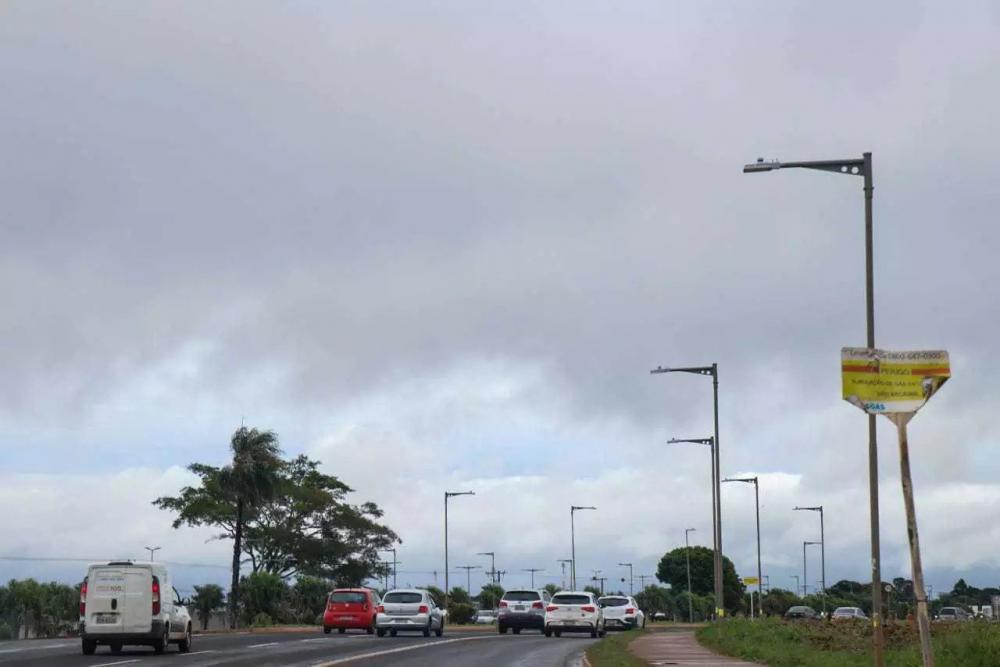 Céu nublado neste sábado na Avenida Duque de Caxias (Foto: Henrique Kawaminami)