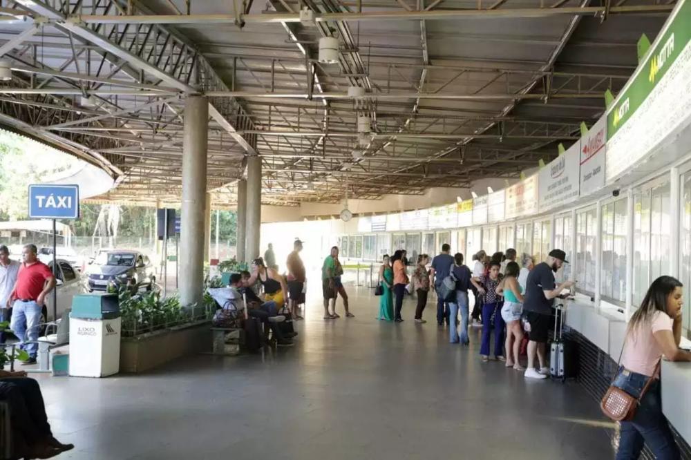 Compra de passagens na rodoviária de Campo Grande (Foto: Arquivo)