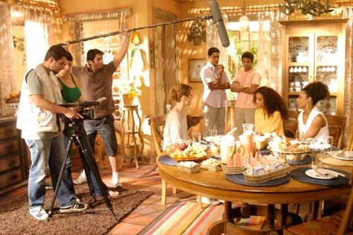 Atores devem aparecer já prontos para os sets de filmagens. Foto: Reprodução   TV Globo