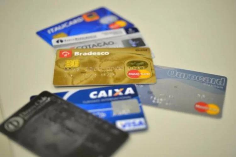 No caso de inadimplência do cliente, o banco deve parcelar o saldo devedor ou oferecer outra forma para quitar a dívida