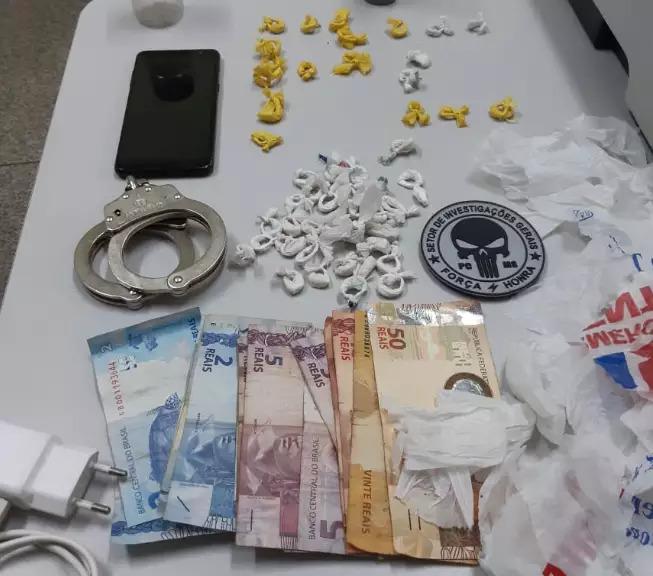 Dinheiro, munições, celulares e porções de droga foram apreendidos durante operação realizada ontem nos dois municípios