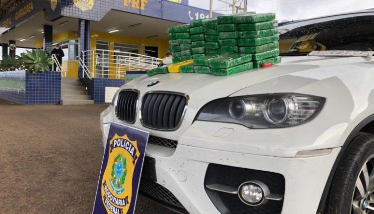 Droga e veículo foram apreendidos (Foto: Divulgação)