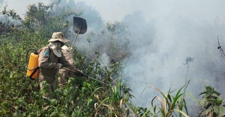 Incêndio em frente ao Porto Geral de Corumbá já consumiu mais de 20 hectares. (Foto: Divulgação, 3ºGBM)