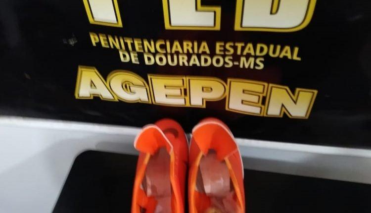 Para de tênis estava entre os pertences da mulher. (Foto: Divulgação).