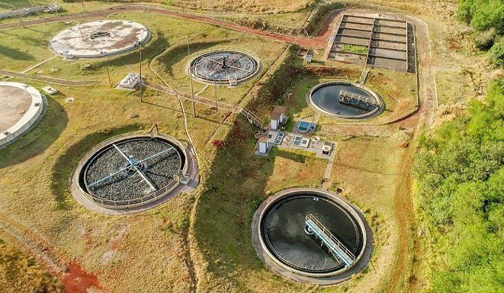 Os investimentos da atual administração estadual em Ponta Porã chegam a R$ 79 milhões, sendo R$ 53,2 milhões recursos próprios da Sanesul. O sistema de esgoto tratado já atende mais de 80% da população da cidade