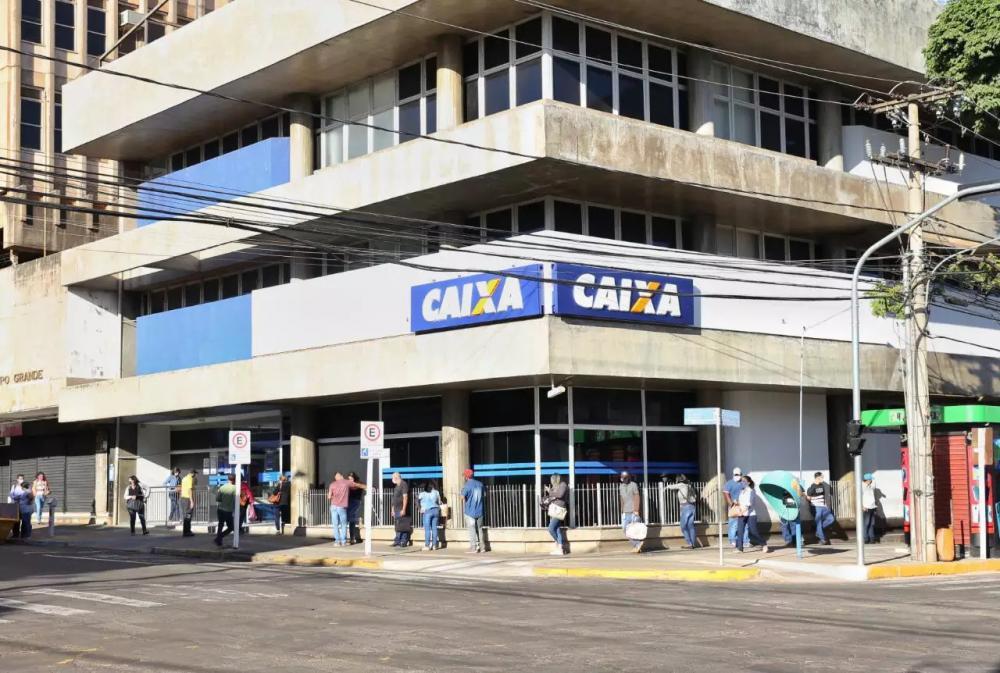 Agência da Caixa na Rua 13 de Maio; unidade é uma das cinco que abrem as portas neste sábado (Foto: Paulo Francis)