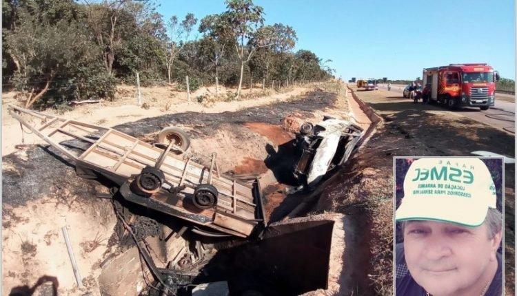 O veículo capotou e parou nas margens da pista (Foto: Edição MS)