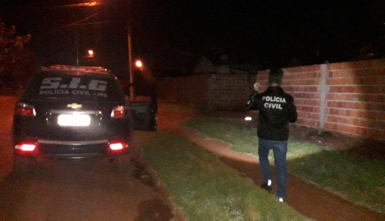 Agentes da polícia estiveram no local do crime.(Foto: Olimar Gamarra).