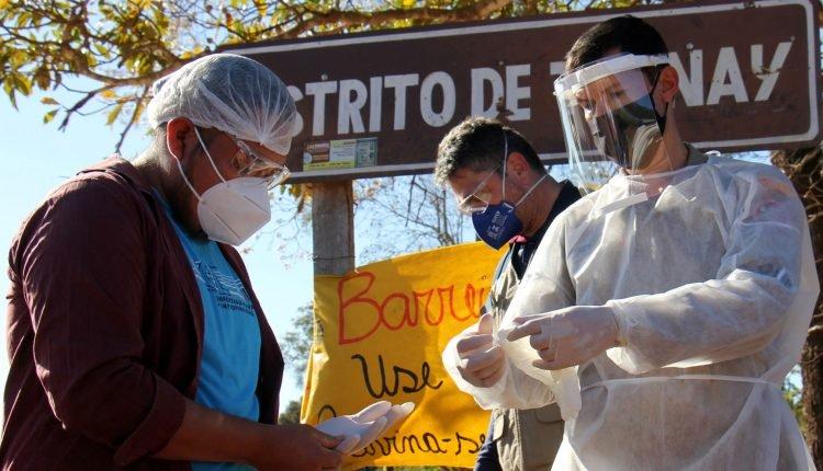 Imagem mostra entrega de EPIs em Taunay Ipegue. (Foto: Chico Ribeiro/Governo de MS)