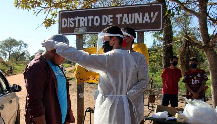 Imagem mostra entrega de EPIs nas aldeias de Aquidauana. (Foto: Chico Ribeiro)