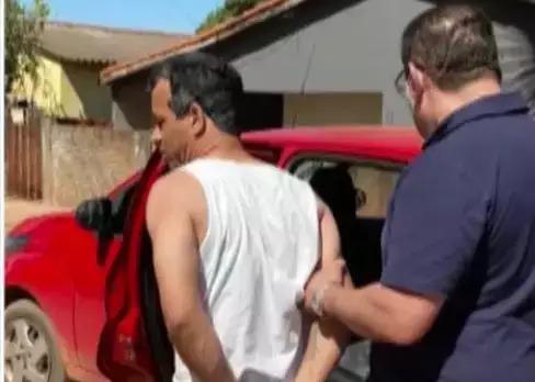 Momento em que o criminoso foi preso no interior de Mato Grosso do Sul. (Foto: Divulgação)
