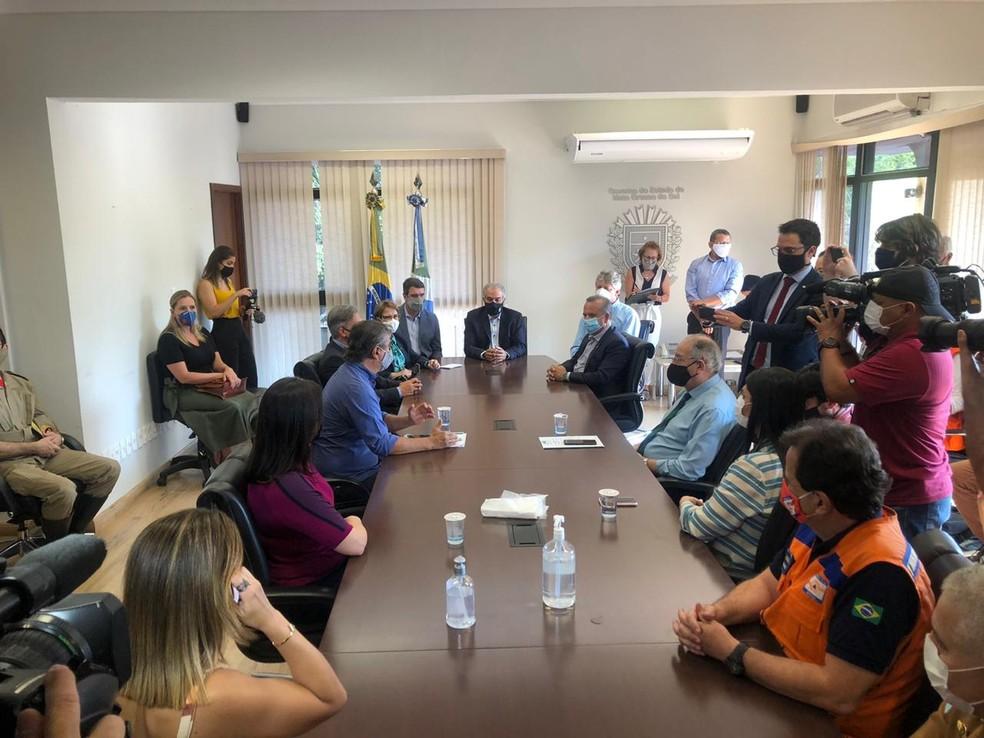 Reunião entre governador Azambuja e Ministro do Desenvolvimento Regional, Rogério Marinho — Foto: Diego Queiroz / TV Morena