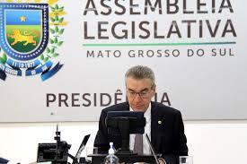 Deputado Paulo Corrêa (PSDB) conduzindo sessão virtual da sala da presidência (Foto: Wagner Guimarães - ALMS)
