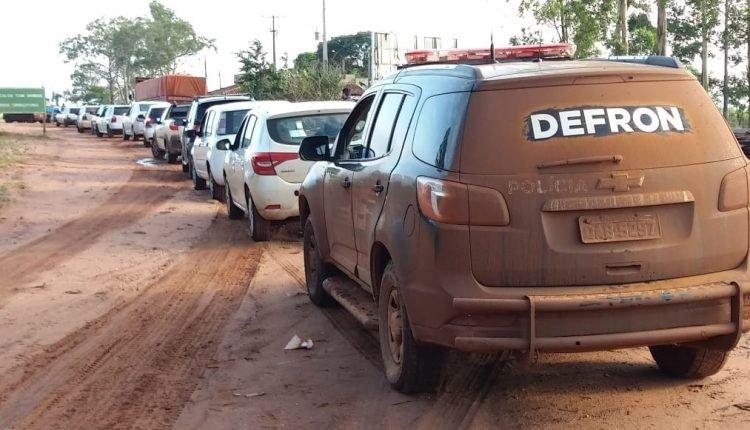Abordagem aconteceu em trevo na fronteira. (Foto: Divulgação).