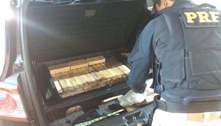Droga estava em um fundo falso (Foto: PRF)
