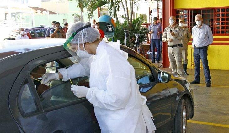 Drive-thru para exames de covid-19 em Dourados (Foto: Saul Schramm/Governo de MS)