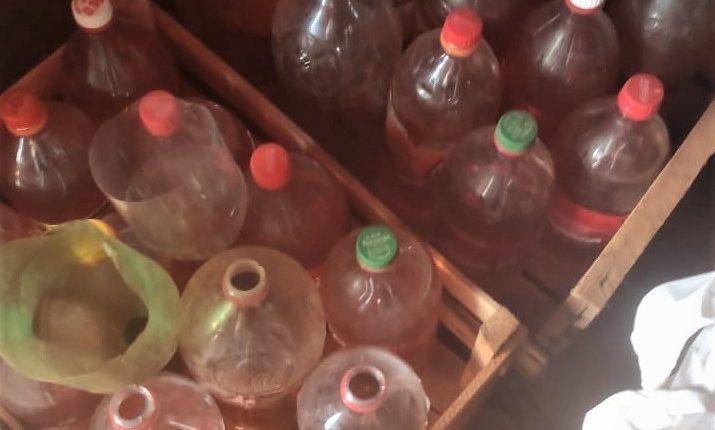 Gasolina armazenada em garrafas pet foi apreendida. Foto: Divulgação