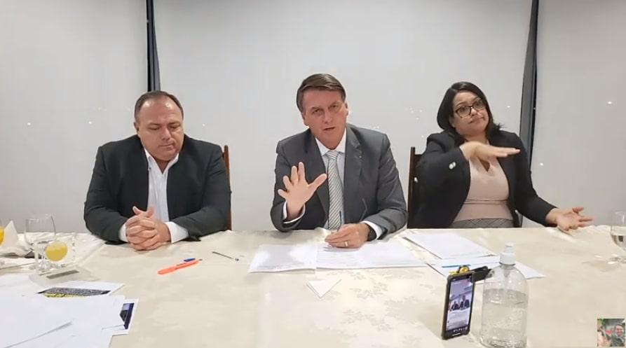 Bolsonaro: Vamos tentar isentar IR de quem recebe até R$ 3.000