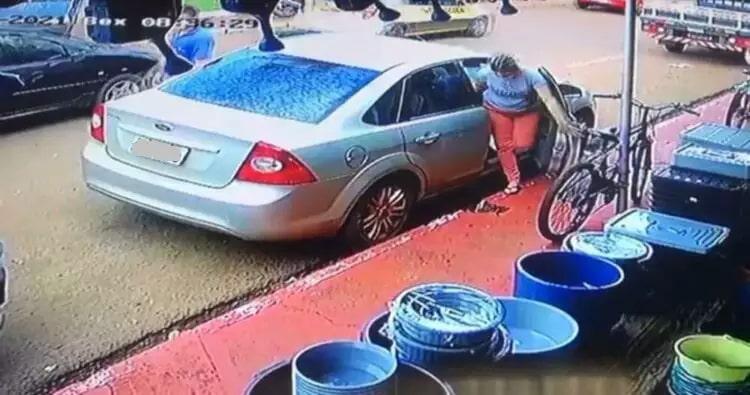 Veículo que o condutor disse que havia sido roubado. (Foto: MS em Foco)