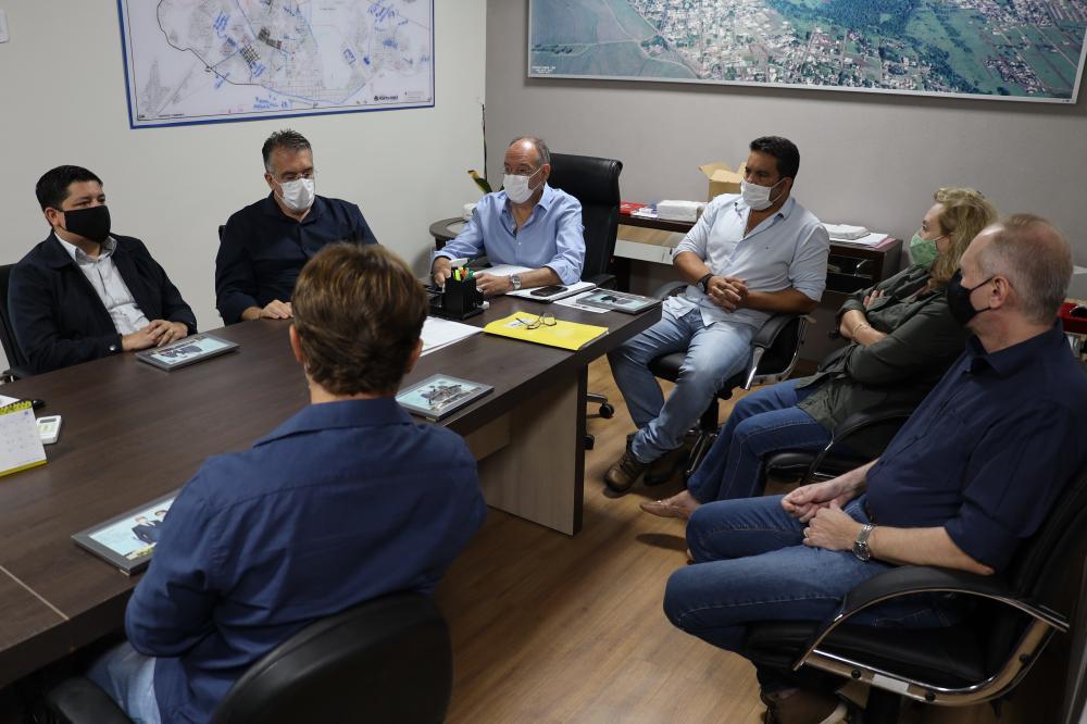 Prefeito Hélio Peluffo faz reunião com Secretários e planejamento é a palavra de ordem em 2.021