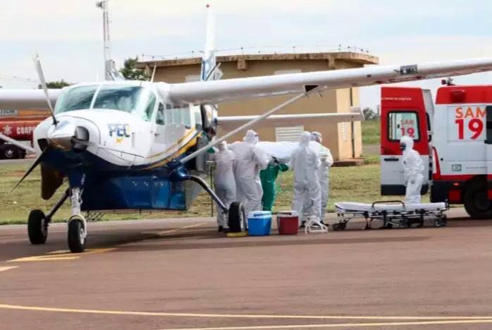 Paciente que foi transferida de Rondônia é levada para hospital em Três Lagoas (Foto/Divulgação)