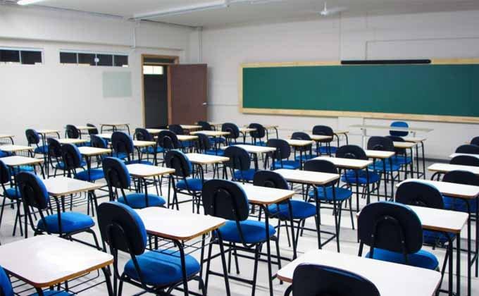 Universidades podem retornar com aulas presenciais desde que respeitem lotação de 50% das turmas. (Foto: Reprodução)