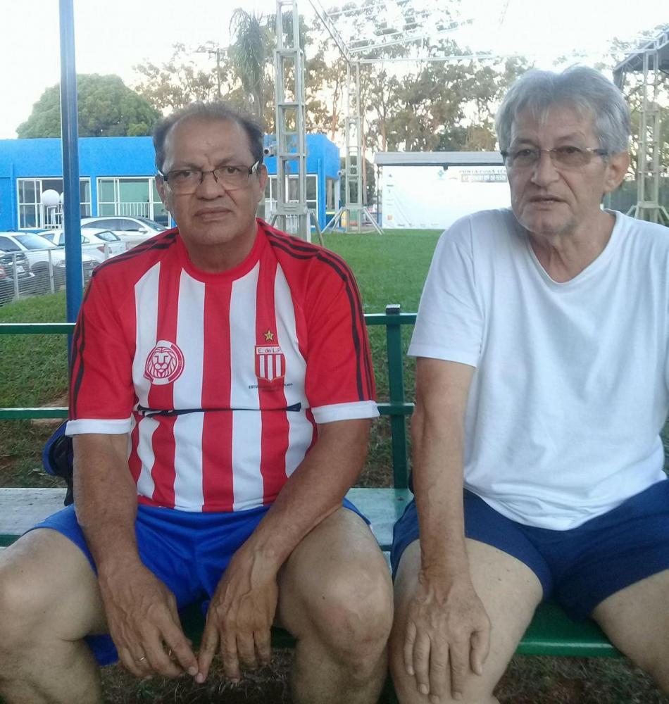 Na foto (à direita) Joca ao lado do amigo Geraldo Ajala, também vítima recente da Covid -19.
