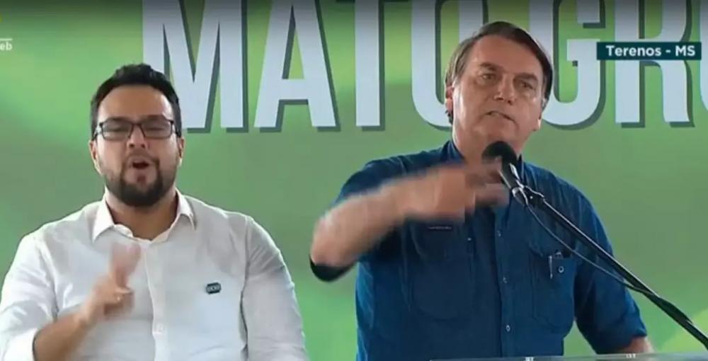 Presidente durante discurso na manhã desta sexta-feira, em Terenos. (Foto: Reprodução)