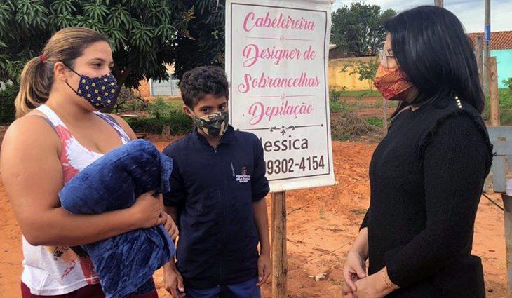 Cobertores de campanha do Governo do Estado já chegam aos lares de famílias de Campo Grande