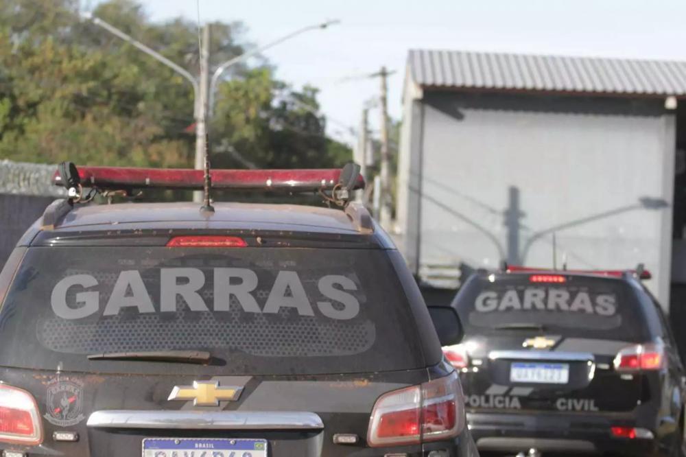 Equipes do Garras cumpriram mandados de busca e apreensão em Campo Grande (Foto: Marcos Maluf)
