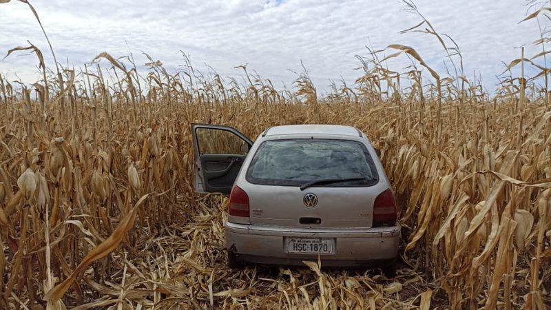 Carro foi abandonado pelo traficante - PMR