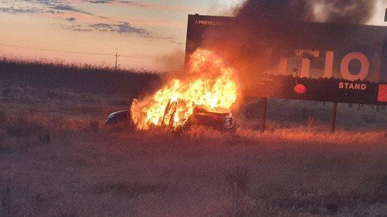 Carro foi encontrado em chamas - (Divulgação)