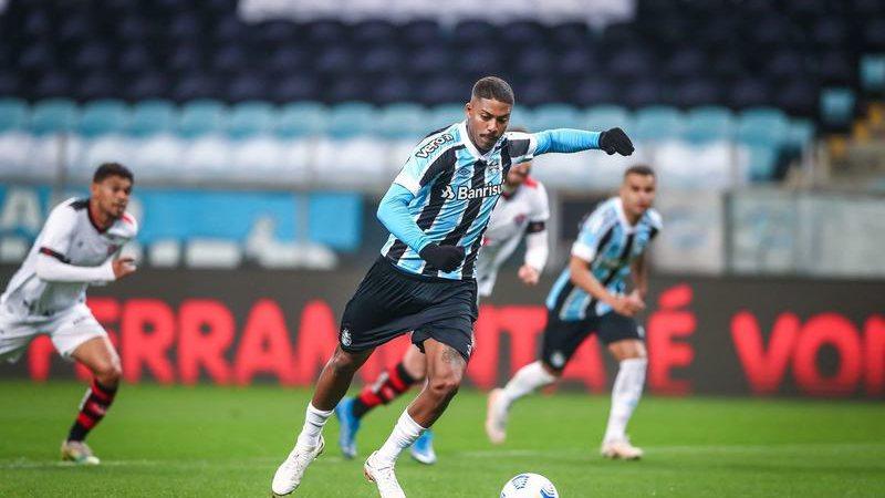 Grêmio se volta para o Campeonato Brasileiro, onde enfrenta a Chapecoense na próxima segunda - Foto: Lucas Uebel/ Grêmio FBPA