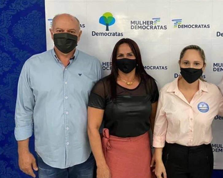 Vice-prefeito de Jardim, Geraldo Alencar (MDB) ao lado da esposa, Janaína Gonçalves e a prefeita Clediane Matzenbacher (MDB). (Foto: Reprodução/Facebook)