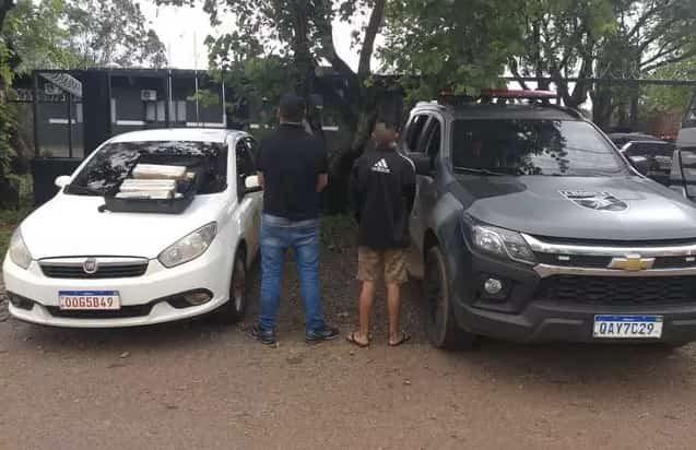 A dupla foi presa e encaminhada para a delegacia - (Foto: Divulgação/Batalhão de Choque)