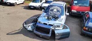 BMW e peças de outros três veículos roubados foram apreendidos. (Foto: Divulgação/PCMS)