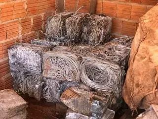 Material foi apreendido durante fiscalização no ferro-velho do Jd. Itamaracá. (Foto: Bruna Marques)