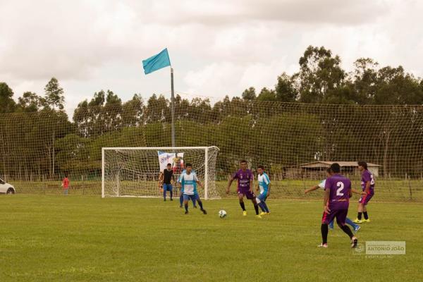 Goleadas marcam abertura da 1ª Taça Comércio de Futebol Suíço