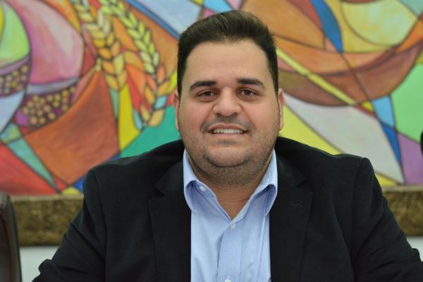 Farid Afif pede redutor de velocidade em escola e melhorias no Residencial e São Vicente de Paula