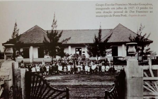 Arquivo de MAGALHÃES. Foto Grupo Escolar Francisco Mendes Gonçalves, inaugurado em Junho de 1927.